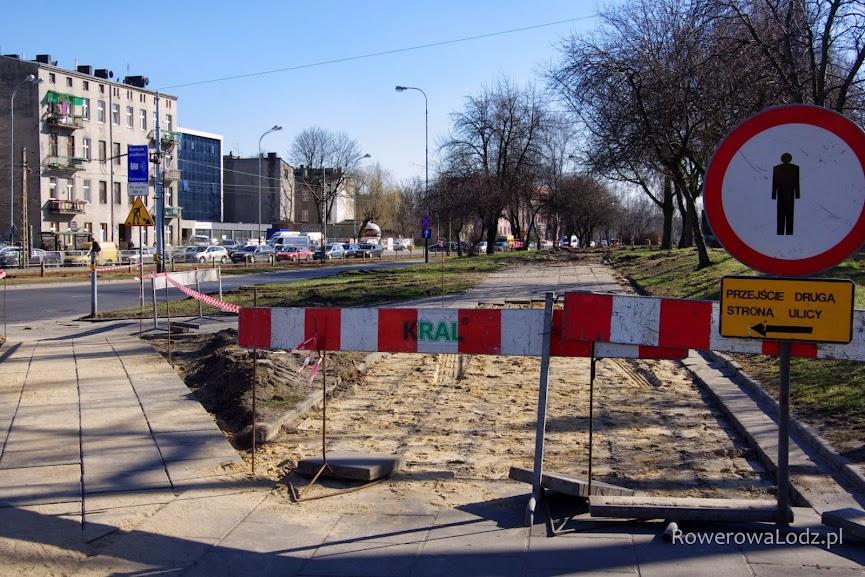 W miejscu obecnego chodnika powstanie droga dla rowerów (3 metry szerokości) i nowy chodnik (2 m).