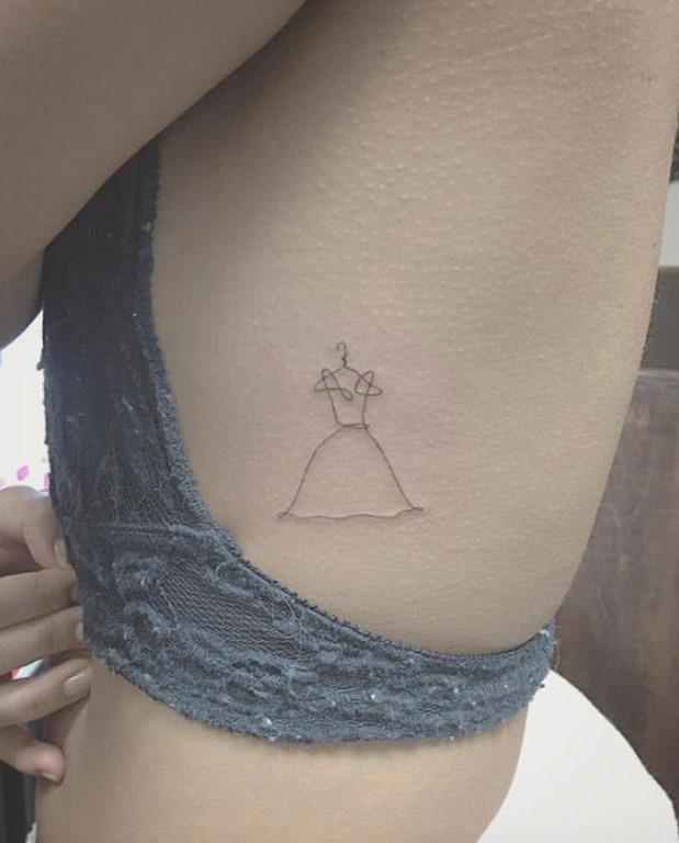 este_vestido_minimalista_tatuagem