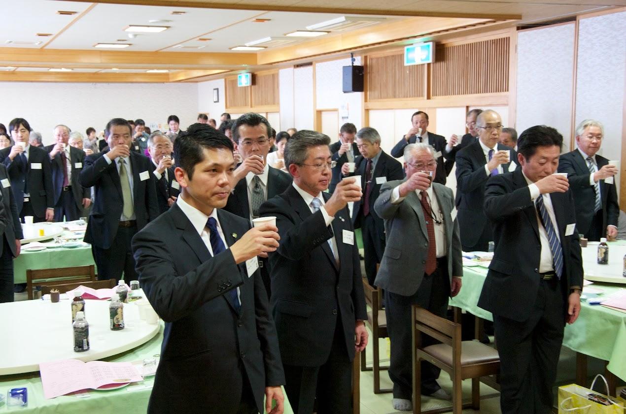 皆様のご健勝とこれからの益々のご発展を期待して、乾杯!!!