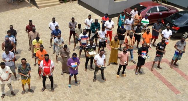 EFCC Arrests 33 Suspected Yahoo Boys In Abeokuta (photo)