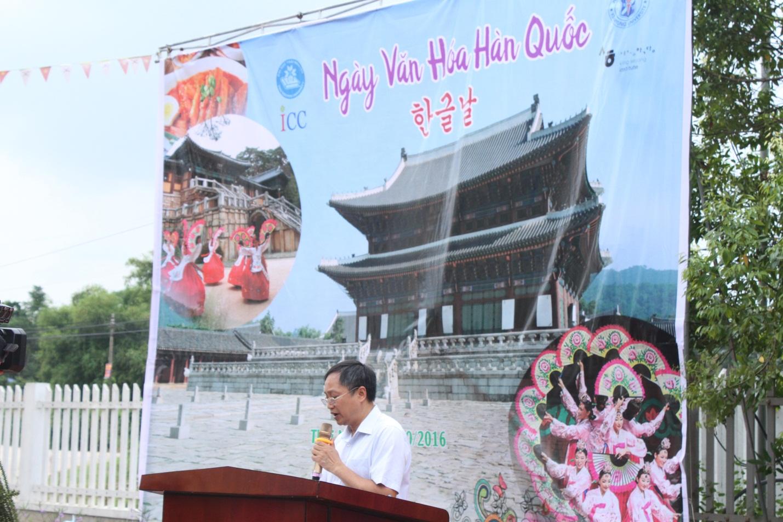 PGS. TS Hoàng Văn Phụ - Giám Đốc trung tâm hợp tác Quốc tế lên phát biểu khai mạc chương trình