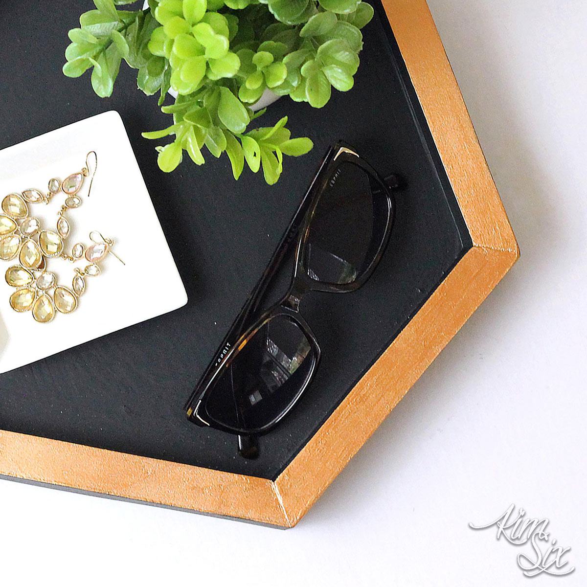 Hexagon gold and black tray