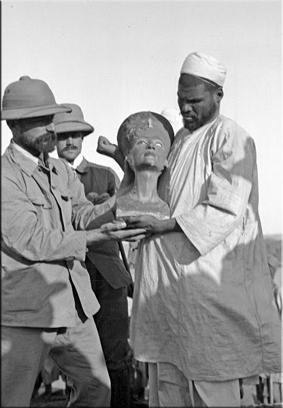 Hallazgo del busto de Nefertiti por el egiptólogo Ludiwg Borchardt