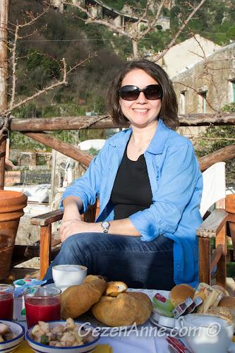 kahvaltı ederken, Villa Yiara Positano