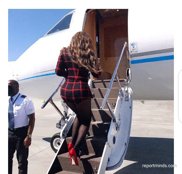 Beyonce slays in hotpants and heels as she flys to Vegas to celebrate 13th anniversary with Jay-Z (Photos)