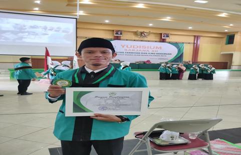 Samsul Arifin Meraih Wisudawan Terbaik 2 Se-FTIK IAIN Palangka Raya