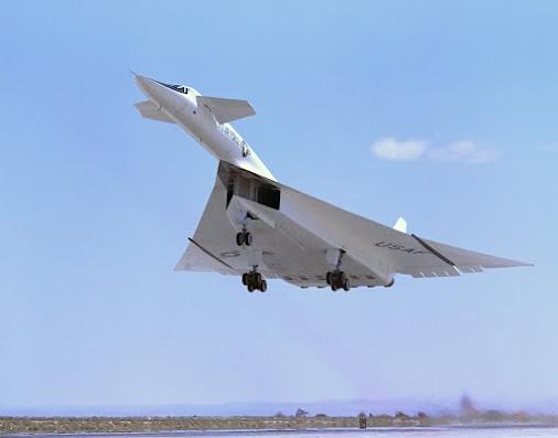https://lh3.googleusercontent.com/-XN-fbBVuzxg/Vf9b3KLpUtI/AAAAAAAAUj8/B7JE2vvRtZc/w506-h750/North_American_XB-70_above_runway_ECN-792.jpg