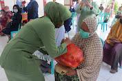 Peduli Terhadap Warga Kurang Mampu, Ketua Persit KCK XLVII Kodim 1412/Kolaka Berbagi Sembako Dalam Rangka Hari Ibu Ke-92