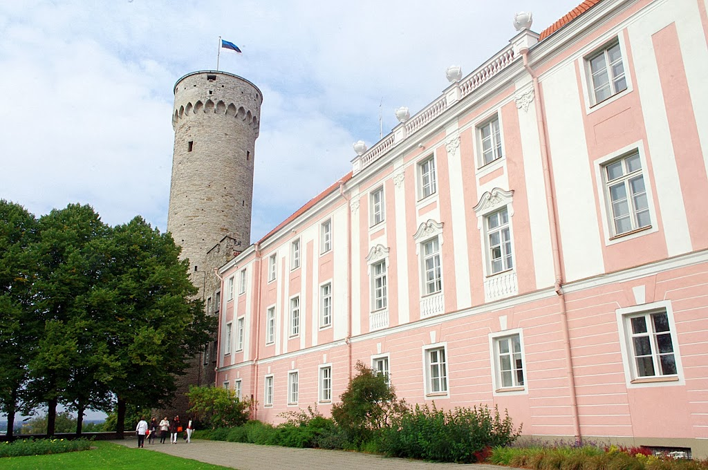 Castillo de Toompea y torre Pikk Hermann