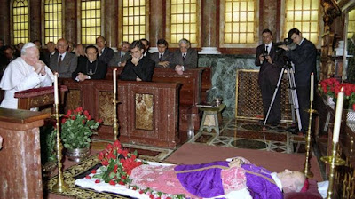 Pope-John-Paul-II-at-Blessed-Alvaro's-Funeral