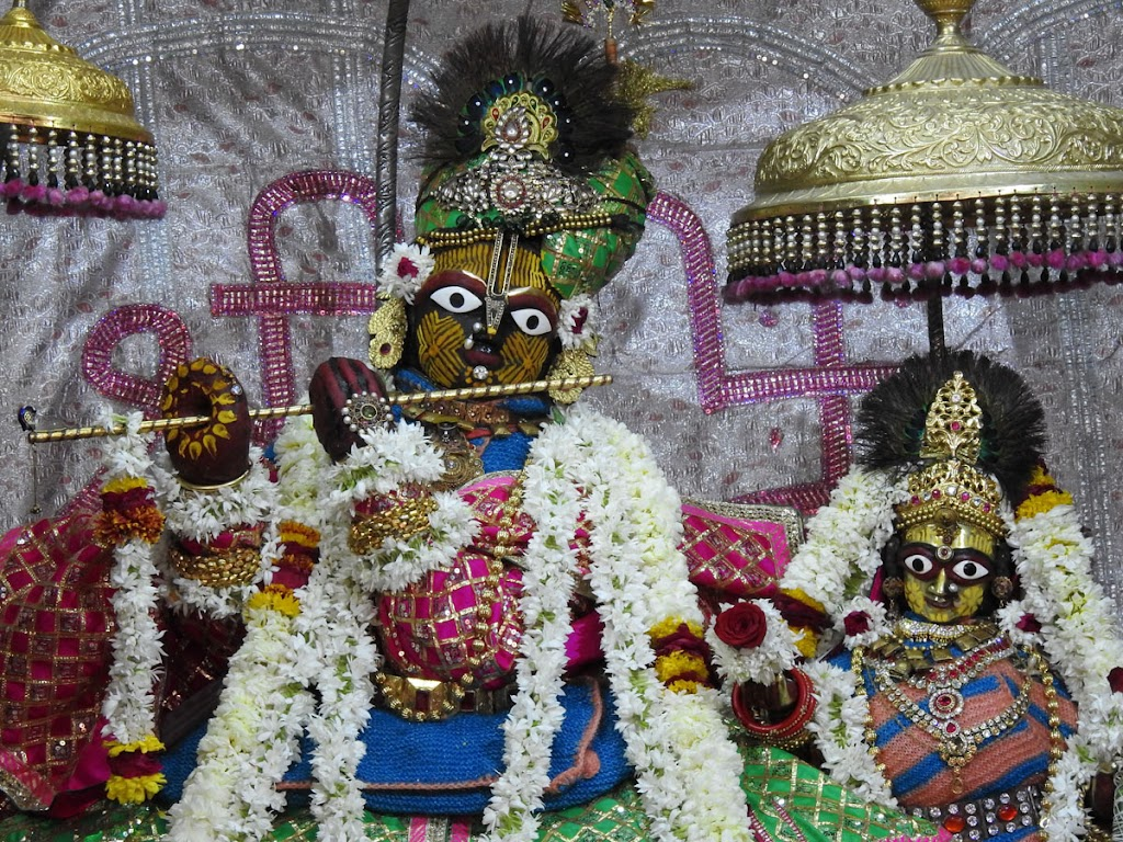 Radha Govind Devji Deity Darshan 07 Jan 2017 (2)