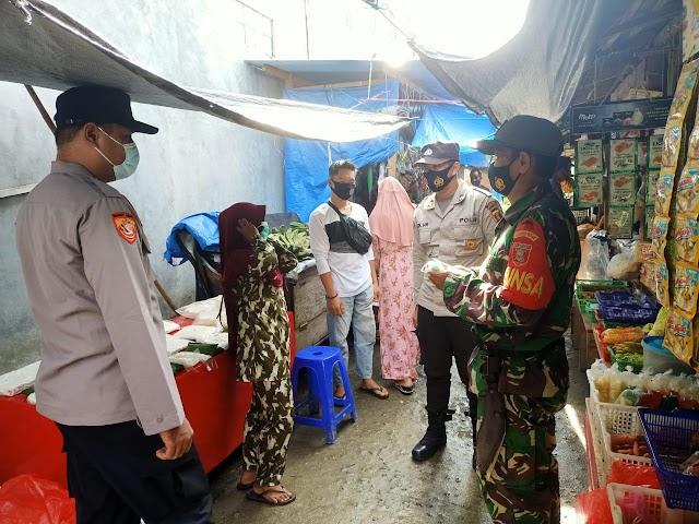 Babinsa Muara Badak Bersama Polsek Melaksanakan Operasi Yustisi dan Pembagian Masker
