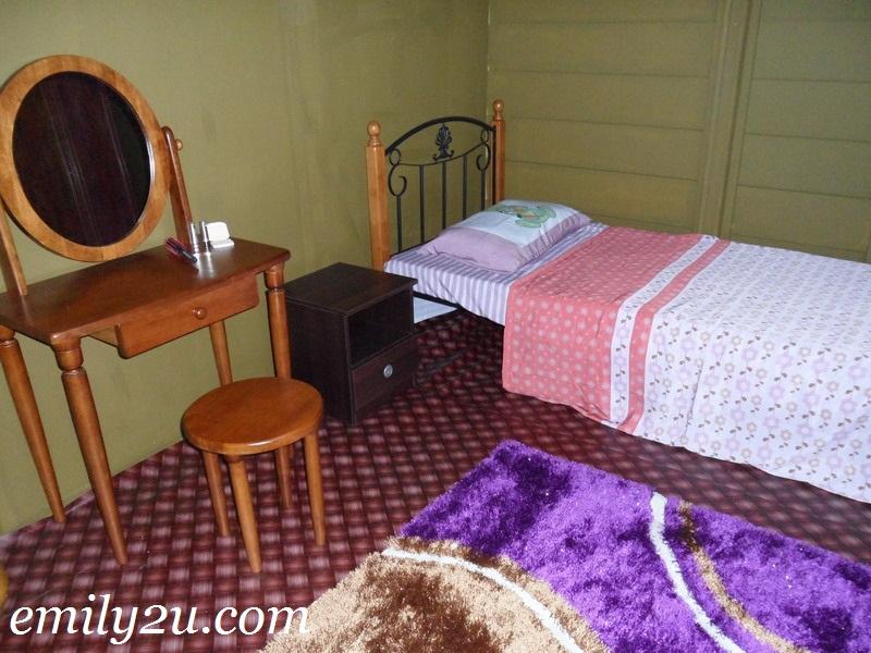 Kak Ros bedroom
