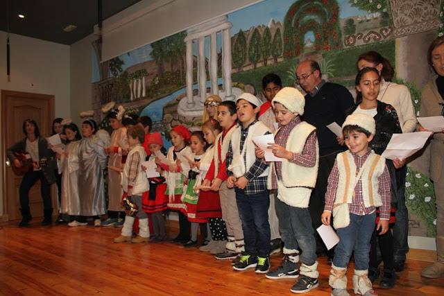 Los niños de San Vicente cantando un villancico