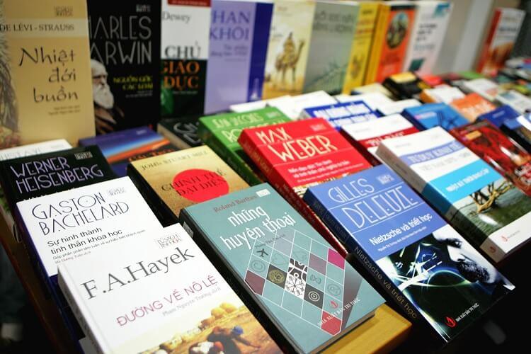 Sách là mặt hàng dễ mua sắm online nhất