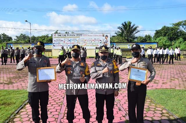 Dinilai Berprestasi, Polres Sambas Beri Penghargaan Personel Berdedikasi
