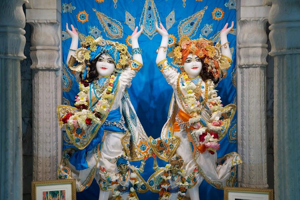 ISKCON New Govardhan Deity Darshan 08 Dec 2016 (31)
