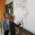 Die Erstklassler erlernen einen neuen Buchstaben