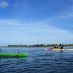 042-We paddelen door het mooie Noordwaard vaarwater.