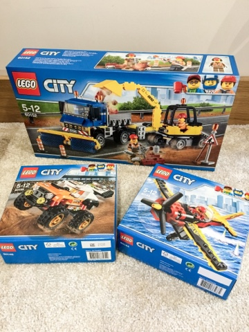 Hannah and the mini beasts: Lego City // The Twins First Lego Sets