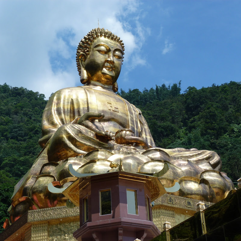 Puli. Divers et Golden Buddha.J 12 - P1170603.JPG