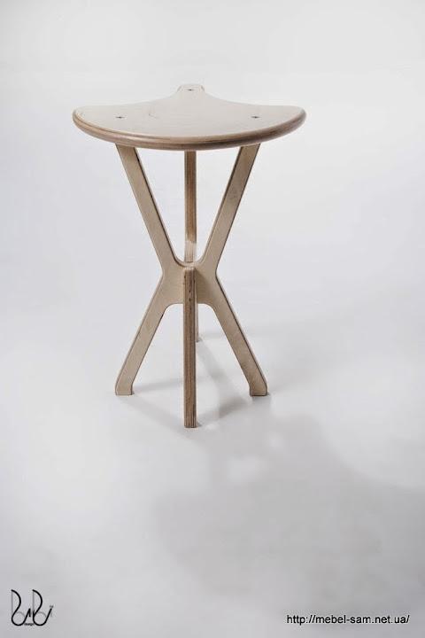 Фанерный стул - вид сзади