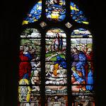 """Église Saint-Pierre de Montfort-l'Amaury : vitrail """"Résurrection de Lazare"""""""
