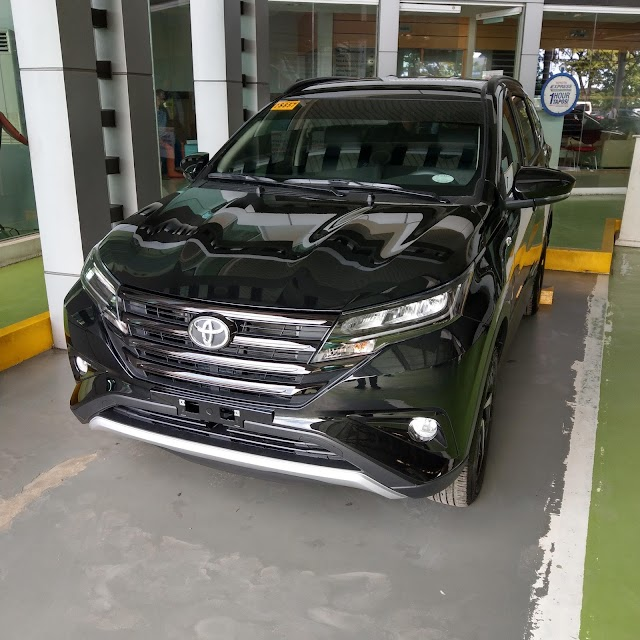 PHOTOS: Toyota RUSH 1.5G AT - Black Mica