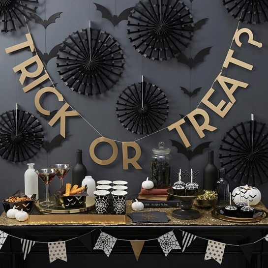 creepy-halloween-party-table-decoration_trick-or-treat-garland_spider-web-stripe-polka-dots-flag_black-spider-web-cups_halloween-party-kits_black-bat-wall