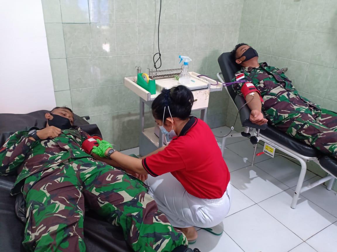 Satgas Yonif MR 413 Kostrad Sumbangkan Darah Untuk Ibu Hamil