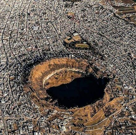Πόλεις χτισμένες γύρω από τεράστιους κρατήρες αδρανών ηφαιστείων στο Μεξικό