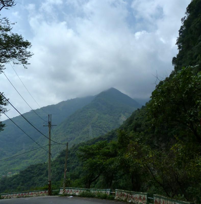 Puli  en passant , entre autres, par les villages de l ethnie Bunum de Loloko et Dili. J 10 - P1170017.JPG