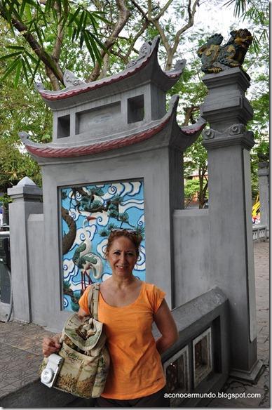 Hanoi. Yo en la entrada al Templo de Ngoc Son