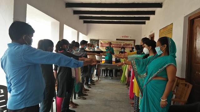 चुनाव पाठशाला के माध्यम से मतदाताओं को किया गया जागरूक