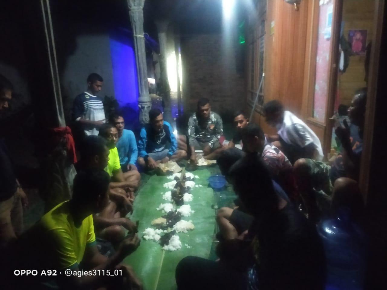 Anggota Kodim 1008/Tanjung Makan Malam Bareng Orang Tua Asuh