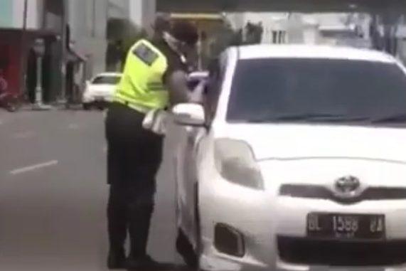 Oknum Polisi di Medan Lakukan Pungli dan Ludahi Pengemudi Mobil