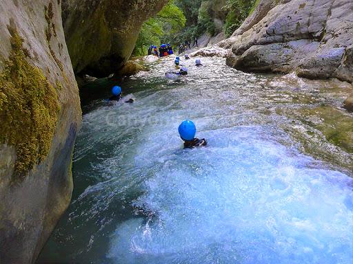 Vasque agitée au début du canyon