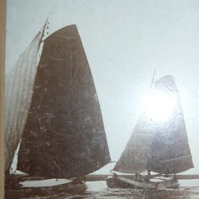 Het voorste schip is de Aebelina. mooi dekoverzicht. In de opbouw  is het schoorsteentje te zien, voorin het roefje.