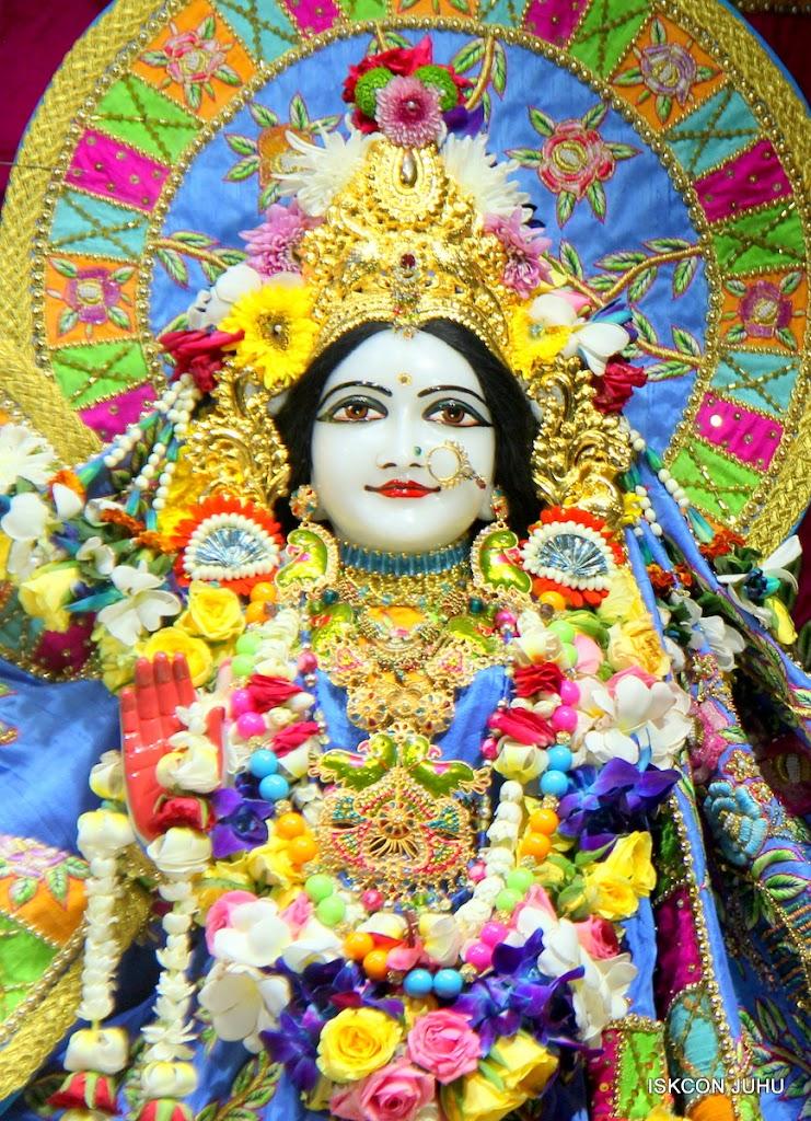 ISKCON Juhu Sringar Deity Darshan on 29th April 2016 (35)