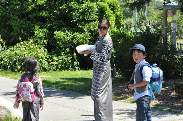 TAW celebrating H.H the Dalai Lama Bday at Magnuson Park 2011 - Trungkar--Magnuson%25252520park%25252520264.JPG