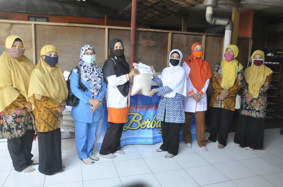 Guru PAUD Aisyiyah Terdampak Covid -19 Dapat Bantuan Paket Beras Dari RSIA