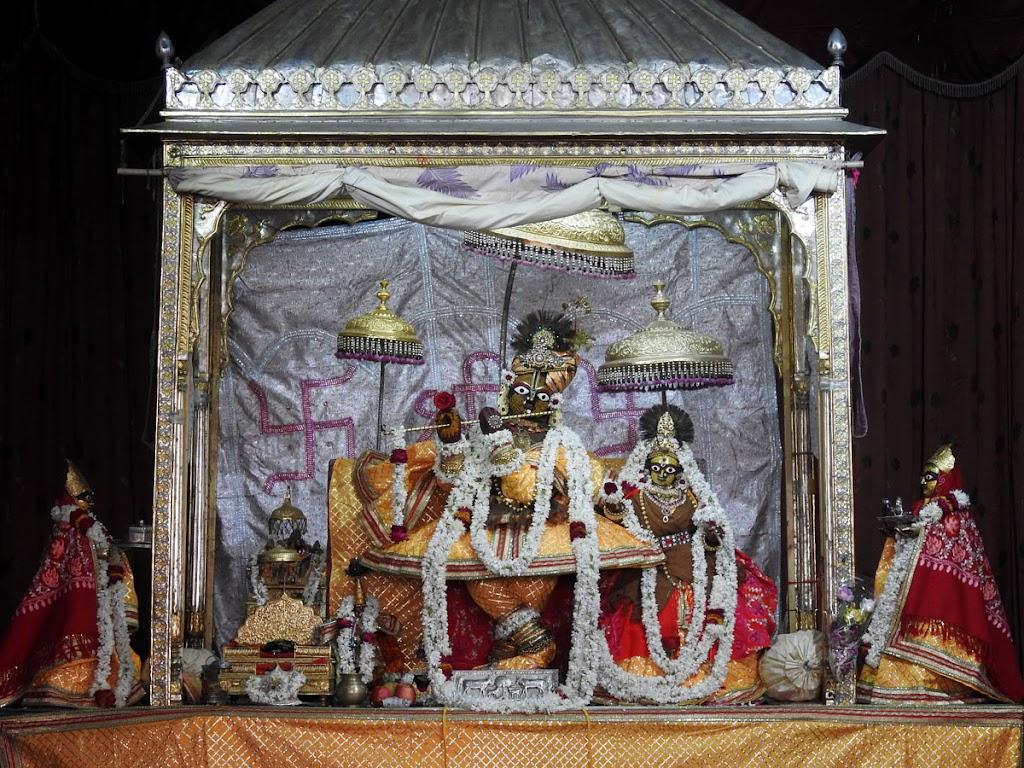 Radha Govind Devji Deity Darshan 05 Jan 2017 (17)