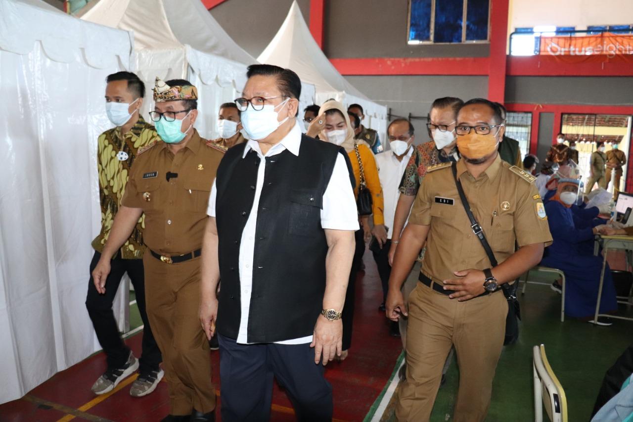 Watimpres Agung Laksono Apresiasi Proses Vaksinasi di Kabupaten Cirebon