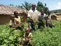 Ovšem výjimka tvoří pravidlo: rodinná zahrada u vesnice Mantutugu. (Foto: Jan Blinka, ČvT)