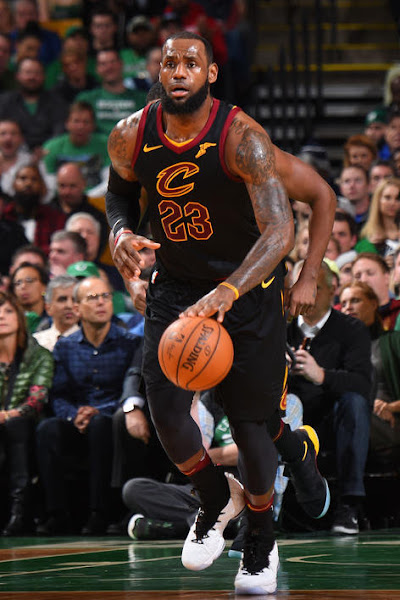 The King Breaks Out Graffiti Nike LeBron 15 PE vs Celtics