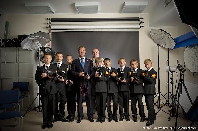 Президент Дмитрий Медведев с кадетами Ставропольского Президентского Кадетского Училища