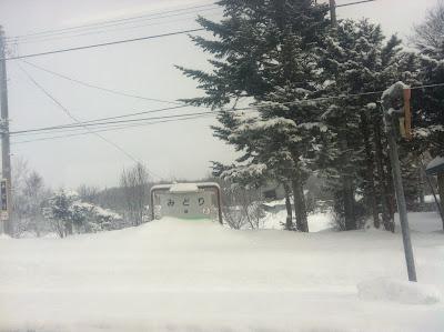 雪に埋もれた緑駅