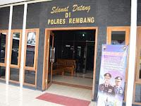 Kepolisian Resor Rembang memasang pengumuman larangan bermain Pokemon Go di lingkungan Polres Rembang dan Polsek Jajarannya.