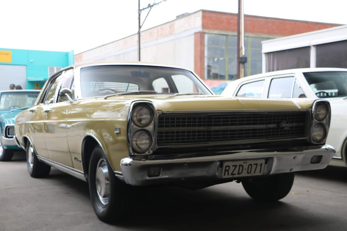 Ford Fairlane 01.jpg