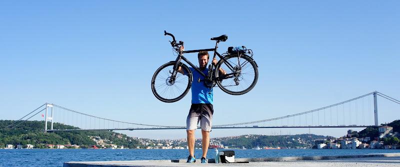 Zwei Freunde an der Bosporus Brücke
